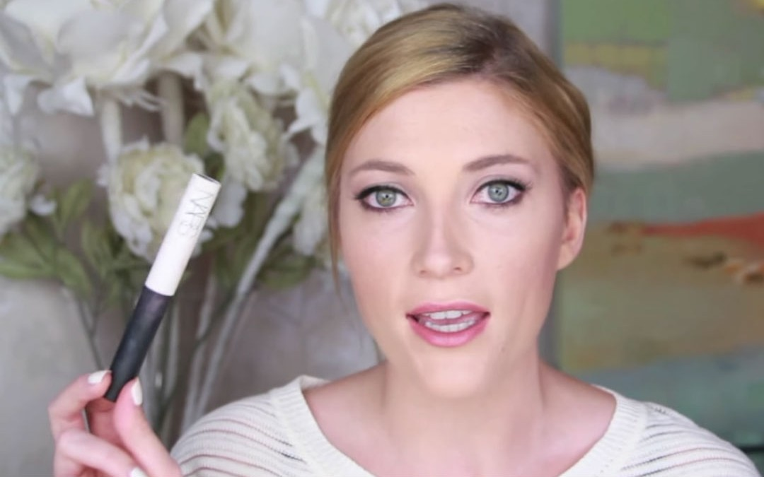 See What Beauty Vlogger Elle Fowler Packs in her Makeup Bag for Travel