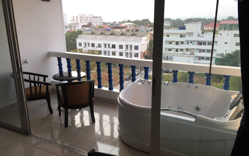 Condo with jacuzzi and sea view at Pattaya